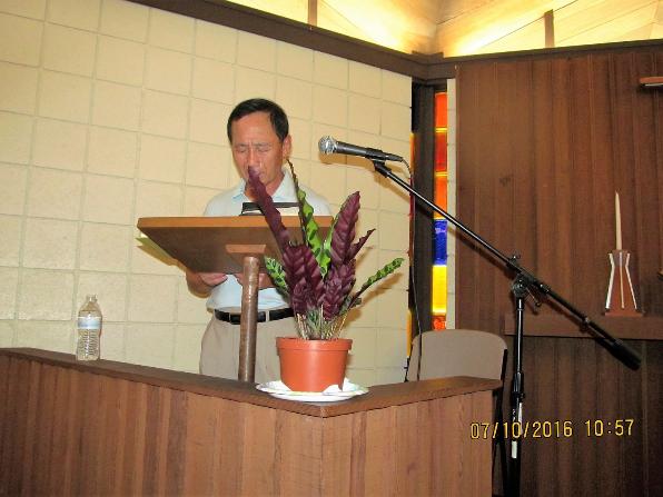 2016년 7월 10일 주일예배 기도를 인도하시는 이원욱 집사님