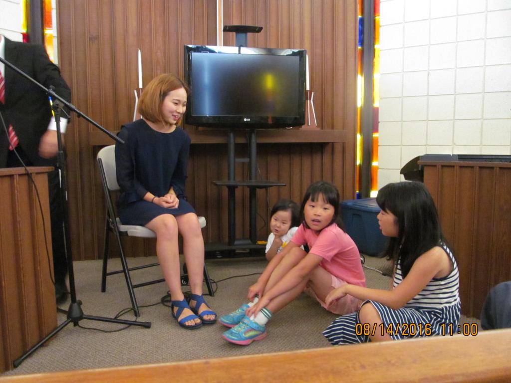 2016년 8월 14일 어린이설교를 하는 김정 자매