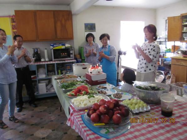 8월 13일 계정희 장로님 생신을 축하하는 식탁 교제. 장로님 감사합니다! 축하합니다!